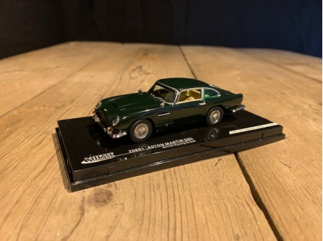 1:43 Aston Martin DB5 British Racing Green (Vitesse)