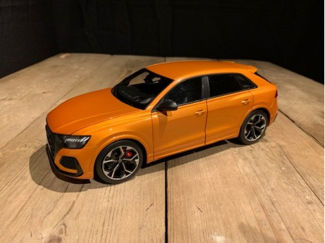 1:18 Audi RS Q8 Dragon Orange
