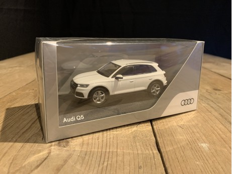 1:43 Audi Q5 2016 Ibisweiss (iScale)