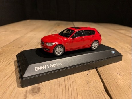 1:43 BMW 1 serie F20 Karmesin red