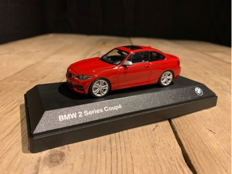 1:43 BMW 2 serie coupe F22 rood