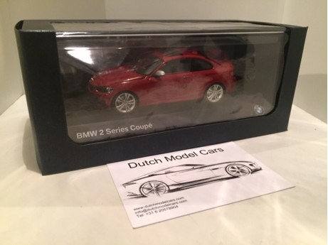 1:43 BMW 2-serie coupe F22 rood