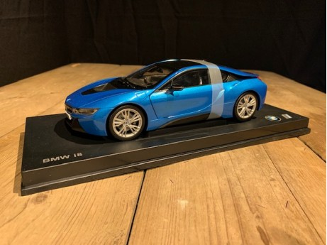 1:18 BMW i8 Protonic blue (Paragon)