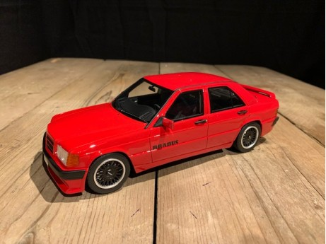 1:18 Mercedes-Benz Brabus 190 3.6S W201 rood (Ottomobile)