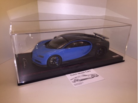 1:18 Bugatti Chiron Sport whit open wing grey carbon / Frech racing blue