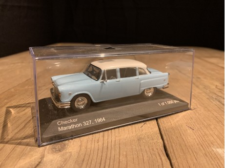 1:43 Checker Marathon 327 hellblauw / wit 1964 (Whitebox)