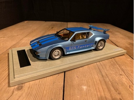 1:18 De Tomaso Pantera GT5 1982 Light blue metalic / blue stripes (Tecnomodel)