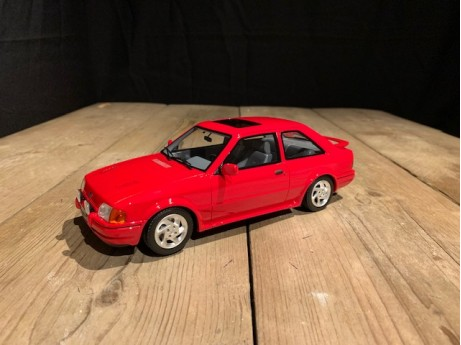 1:18 Ford Escort MK4 RS Turbo rood (Otto)