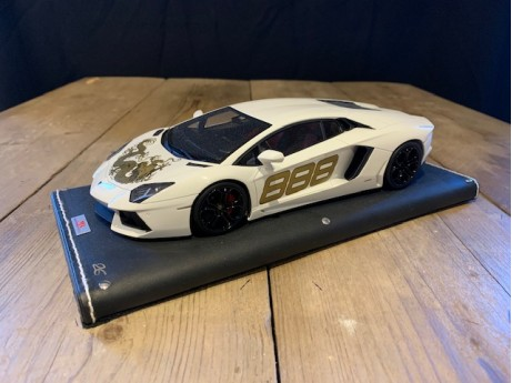 1:18 Lamborghini Aventador LP-700 (Dragon) wit