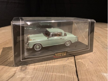 1:43 Mercedes-Benz 220 SE Coupe green (Vitesse)