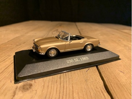 1:43 Mercedes-Benz 300 SL roadster (W113) Tunisbeige (MB)