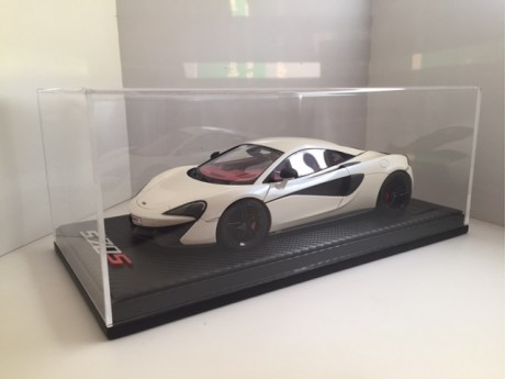 McLaren 570s coupé 2015 wit 1/18