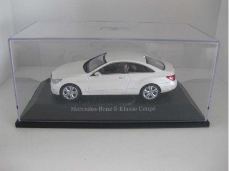 Mercedes-Benz E-klasse coupé wit 1/43