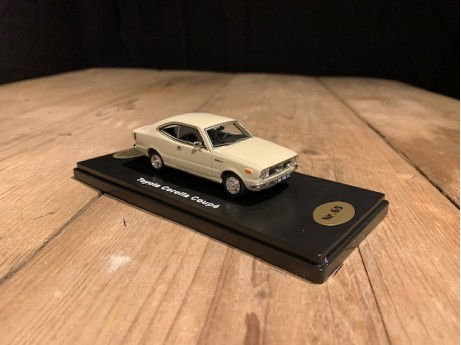 1:43 Toyota Corolla coupé wit