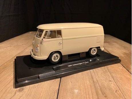 1:18 Volkswagen T1 bus beige 1963  (Welly)