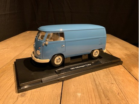 1:18 Volkswagen T1 bus blauw 1963  (Welly)
